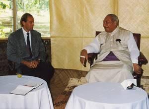 Zu Besuch in der Brehm Fonds-Forschungsstation: Seine Exzellenz Taufa'ahau Tupou IV (© Brehm Fonds)